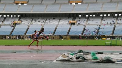 女子400MH決勝 櫻井祐花(写真中央)