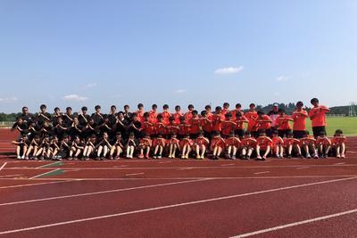 オレンジシャツが多賀城高 黒シャツは仙台向山高